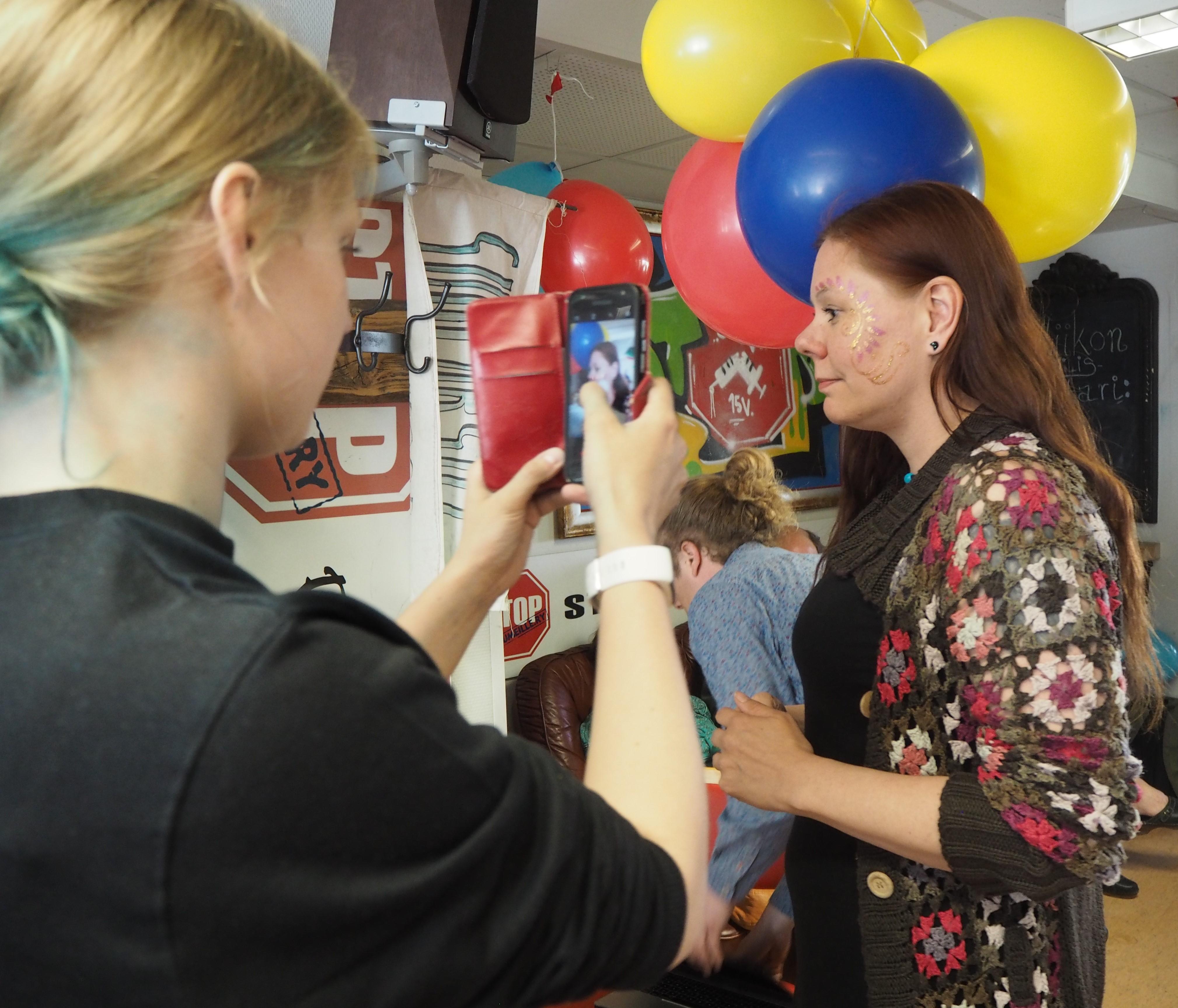 Kuvassa juhlitaan Stop Huumeille ry:n päihteetöntä vappua.